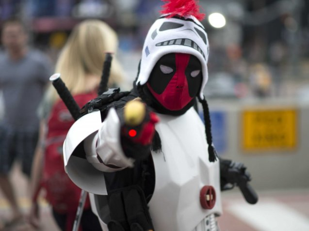 the-merc-with-a-mouth-is-undoubtedly-a-star-at-this-years-con-we-love-this-deadpool-stormtrooper-crossover